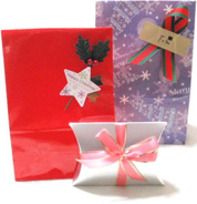 シールや包装紙などもクリスマスなど季節に合わせた仕様でラッピングいたします。